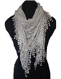 Gris conception de roses écharpe. Triangle foulard de dentelle. Un élément  de mode belle 0dbd97c1de9