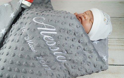 Babydecke mit Namen und Datum bestickt MINKY Baumwolle Füllung (75 x 100 cm, Sterne 2 - Grau) (900106)