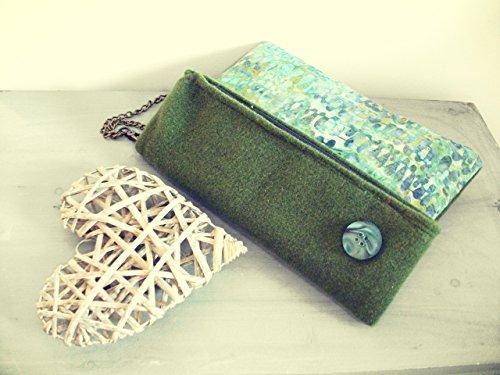 afff9357f0 Clutch – Borsa a mano in Feltro verde muschio e batik cotone color mare