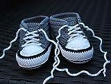 Babyschuhe Häkelschuhe grau neutral gehäkelt Babychucks Babysneakers für Neugeborene handmade handgemacht