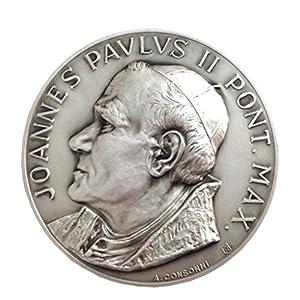Medaillon des Heiligen Papst Johannes Paul II und Petersplatz