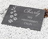 """Gedenktafel """"Pfotenabdrücke"""" aus Naturschiefer 30x20 cm / Gedenkstein mit Text und Namensgravur / schönes Andenken an die Liebsten Grabstein Hund, Katze ..."""