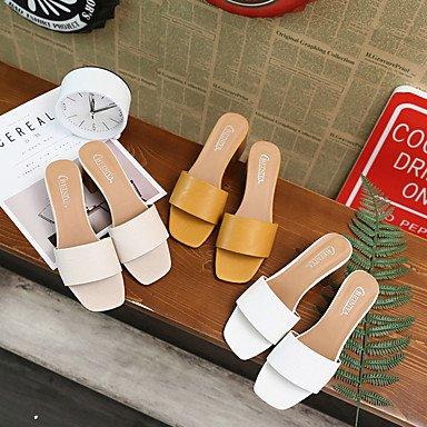 Les femme's Chaussons &AMP; Tong confort Semelle légère tenue décontractée d'été PU Semelles confort talon bloc lumière amande jaune blanc 1en 1 3/4'' US6 / EU36 / UK4 / CN36