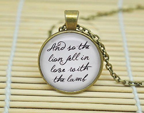 Twilight 'und so The Lion Fell in Love mit Das Lamm' Edward Cullen Zitat Halskette Geschenk Glas Cabochon Halskette (Twilight Edward Halskette)