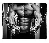 luxlady Gaming tapis de souris d'image: 38492328culturiste Guy dans Gym de pompage jusqu'mains Close Up Noir et Blanc