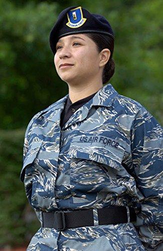 Air Force Tiger Stripe (Stocktrek Images - Air Force Special Security Officer Wearing The Tiger-Stripe Camouflage uniform Kunstdruck (27,94 x 43,18 cm))