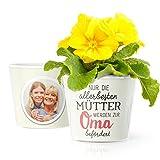 Oma Geschenk Blumentopf (ø16cm) | Zum Muttertag, Geburtstag oder als Mitbringsel für werdende Großmutter mit Rahmen für zwei Fotos (10x15cm) | Nur die allerbesten Mütter werden zur Oma befördert