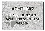 Hochwertiges Metallschild 30 x 20 cm aus Alu Verbund Achtung Besucher müssen vom Hund genehmigt werden Deko Schild Wandschild