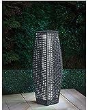 Solarbetriebene Rattan-Stehlampe für den Garten mit weißem LED-Licht