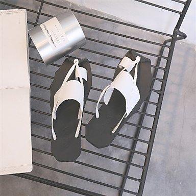 Hommes sandales Printemps Été Light Cuir Semelles Talon plat occasionnel Blanc Brun Noir Chaussures de marche à plat White