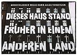Postkarte A6 +++ STREET ART von modern times +++ KLASSISCHES FERTIGHAUS +++ TOM BÄCKER