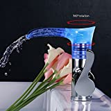 ZHAGOO LED Waschbecken Wasserhahn, RBG 360 ° Drehbar Wasserfall Auslauf Vanity Wasserhahn, Einhebelmischer Mit LED-Leuchten Deck Mount, Einlochbatterie Chrom
