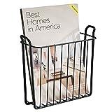 mDesign Zeitungshalter für die Wand – schöner Zeitschriftensammler aus Metall für Badezimmer