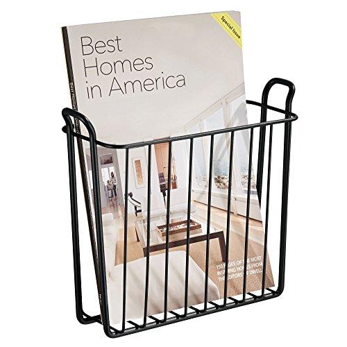 mDesign Zeitungshalter für die Wand – schöner Zeitschriftensammler aus Metall für Badezimmer, Küche oder Büro – auch für Bücher, Tabletts etc. geeignet – Farbe: Schwarz (Magazine Korb)