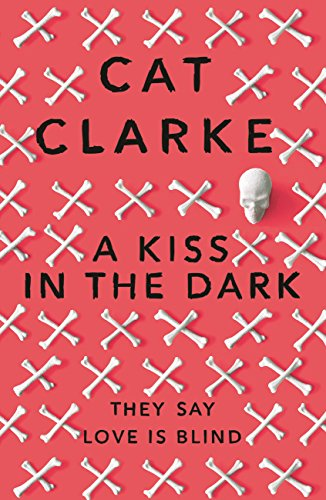 A Kiss in the Dark: From a Zoella Book Club 2017 author por Cat Clarke