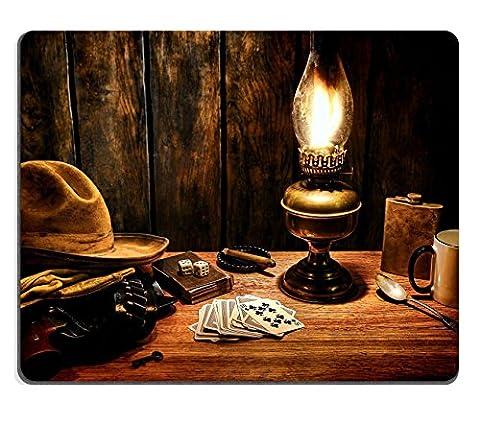 liili Tapis de souris Tapis de souris en caoutchouc naturel d'image: 20212749American Legend West Cowboy chapeau porté Atop Gants et pistolet en clip ceinture sur un vieux Western Chambre Hôtel Table en bois table de chevet vintage avec Poker Pla