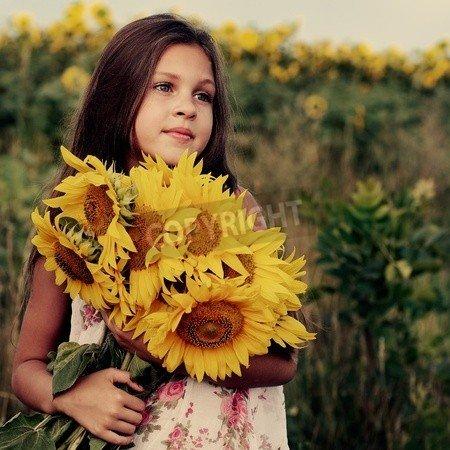 """Poster-Bild 70 x 70 cm: """"A little girl is in the field"""", Bild auf Poster"""