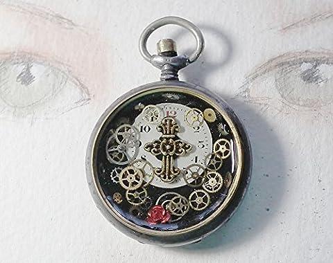pendentif steampunk composé d'un boitier de montre gousset recyclé en acier+ 1 cadran et des rouages de montres, fleur métallique rouge, petite croix gothique dorée dans de la résine cristal
