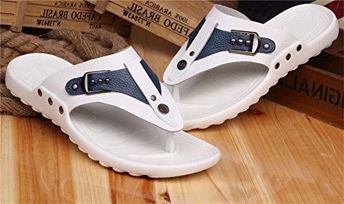 Insun Herren Flip Flops mit Leder Flache Hausschuhe Zehensteg Sandale Weiß