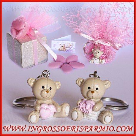 Ciondoli/portachiavi in resina lucida a forma di orsetti con un trenino o cuoricini rosa tra le zampe - bomboniera per nascita, battesimo, compleanno bimba (kit 12 pz + confezione)