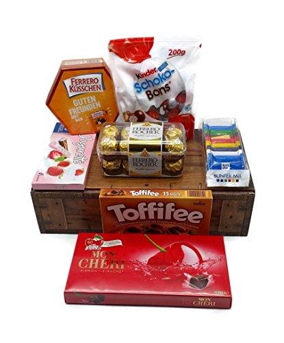 Schokoladen Mix - 7 Teilig (119 Einzelteile) - mit Geschenkkarton in Schatztruhen Optik (Mon Cherie, Rocher, Ritter Sport, Schoko-Bons, Ferrero Küsschen, Toffifee, Yogurette)