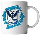 vanVerden Tasse Pokemon Team Blau Weisheit Arktos Traine Fan inkl. Geschenkkarte, Farbe:Weiß/Bunt