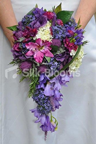 Splendida viola Alstromeria e cardo Cascade matrimonio bouquet W/erba