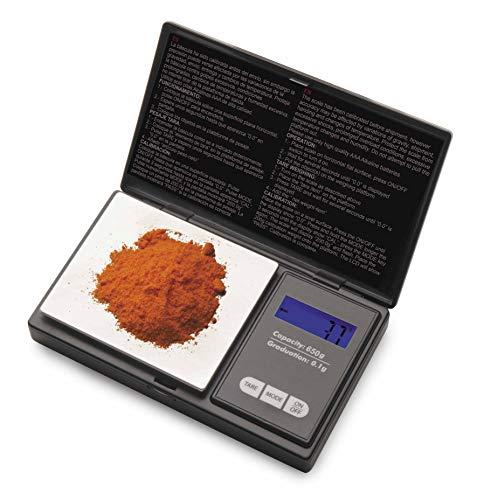 La báscula de precisión de bolsillo ofrece una medición ajustada. Plataforma de pesaje en acero inoxidable. Incluye pilas. Unidades de medida: gramo, onza, quilate métrico (ct) y onza troy (azt). Incorpora una tapa de protección. Pantalla LCD con dis...
