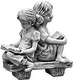 Wunderschöne Steinfigur Mädchen auf einer Bank aus Steinguss, frostfest