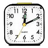 Pingenaneer Réveil Quartz Analogique Alarme Silencieux sans Tic-Tac,Snooze avec Veilleuse / Alarme Sonore Ascendante