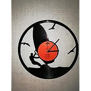 Wanduhr aus Vinyl Schallplattenuhr mit Surfer Motiv upcycling design Uhr Wand-deko vintage-Uhr Wand-Dekoration retro-Uhr