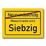 Herz & Heim® Riesiges PVC Ortsschild Zum 70. Geburtstag mit Wunschname 70cm x 50cm