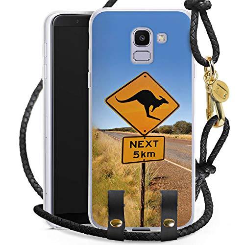 Outback Cross Body (DeinDesign Carry Case kompatibel mit Samsung Galaxy J6 2018 Handykette Handyhülle zum Umhängen Kangaroo Australien Outback)