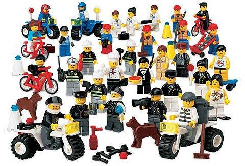 LEGO CITY - 31 Mini-Figuren sowie jede Menge Zubehör (unter anderem 3 Fahrräder, 4 Motorräder, Hund, Kistenkarren, Werkzeug, Skateboard usw.) - Sie erhalten alles, was Sie auf dem Bild sehen. (Lego-mini-serie 6)