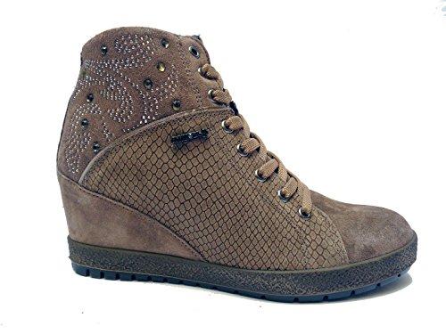 Enval linea comoda scarpe da donna in camoscio col. Marmotta, altezza zeppa cm. 7,n. 38