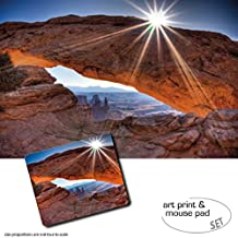 Set Regalo: 1 Póster Impresión Artística (120x80 cm) + 1 Alfombrilla Para Ratón (23x19 cm) - Cañones, High Noon At Mesa Arch, Canyonlands National Park, USA