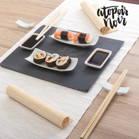 Si quieres que tus cenas tengan un toque muy especial, no te quedes sin el set de sushi con bandeja de pizarra Atopoir Noir (11 piezas). Tus invitados alucinarán por su diseño exclusivo y comodidad de uso. Incluye: 1 bandeja de pizarra (aprox.: 30...