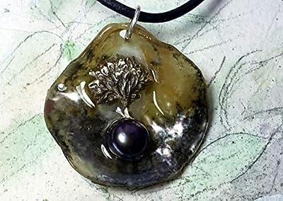 Bijou celtique/viking/wicca, pendentif, Yggdrasil, arbre de vie celte celte en bronze-argent, perle d'eau douce noire-violette, coquille d'huitre anomia grise, résine transparente, cuir noir