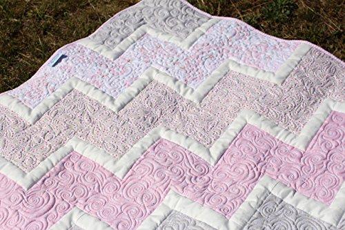 krabbeldecke-chevron-rosa-grau-quilt-babydecke-patchwork