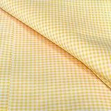 Tissu au mètre. Modèle Vichy. Couleur Jaune. La taille de la pièce est: 80cm de large et 300cm de long. Taille des rayures (2x2mm). Tissu fabriqué à Barcelone (Espagne). Composition: 33% coton 67% polyester. Qualité de couture.