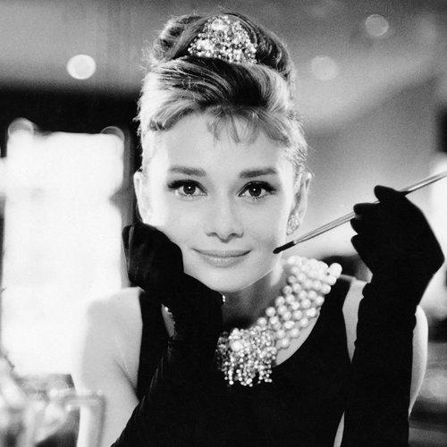 Pyramid International WDC95141 Audrey Hepburn Breakfast at Tiffany\'s black und white  Leinwanddruck auf MDF-Keilrahmen