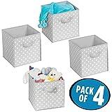 mDesign 4er-Set Aufbewahrungsboxen – gepunktete Boxen zur Aufbewahrung für Ordnung im Schlafzimmer, Kleiderschrank und Flur – Stoffbox aus Kunststoff für Schuhe, Pullover und Hosen – grau und weiß