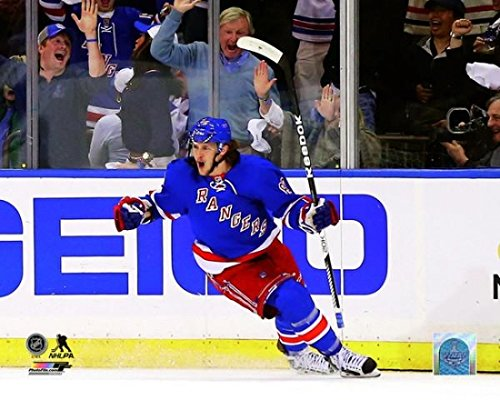 Carl Hagelin of the New York Rangers celebrates after scoring a goal in the first period during Game Four of the Eastern Conference Final in the 2014 NHL Stanley Cup Playoffs at Madison Square Garden on May 25 2014. Photo Print (50,80 x 60,96 cm)