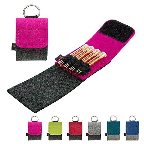 Premium Schlüsselanhänger-Taschenapotheke von ebos | handgefertigte Reiseapotheke aus echtem Wollfilz | 4 Schlaufen für Globuli-Fläschchen, Globuli-Röhrchen | Globuli-Tasche, Globuli-Etui, Globuli-Mäppchen, Globuli-Täschchen als Set zur Aufbewahrung von homöopathischer Hausapotheke | pink