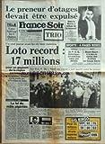 FRANCE SOIR [No 12865] du 23/12/1985 - LE PRENEUR D'OTAGES DEVAIT ETRE EXPULSE MAIS LE MAROC A REFUSE DE LE RECEVOIR -LES SPORTS / FOOT - TENNIS -LA LOI DU MALE ALGERIEN PAR BARET -CHEQUES AUX PORTEUSES PAR BOUVARD -...