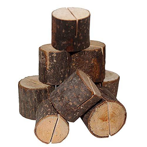 Pack 20 Porta Tarjetas de Tronco de Madera por Belle VousEstos sostenedores de madera para tarjetas le darán a sus mesas en la boda un aspecto rustico y natural.Qué Incluye:- 20 x porta tarjetas de madera.Dimensiones: - Dimensiones del Soporte: 3cm d...
