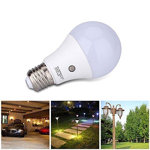 E27 LED Glühbirne mit Dämmerungssensor integriert Photosensor Erkennung Automatisch Schalter Licht Innenbeleuchtung und Außenbeleuchtung für Straßenlaterne Portal Flur Patio Garage (7W 630Lumens, Warmweiß 3000K)