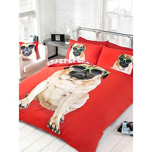 Just Contempo - Bettdecken Bezug Mit Mops Mit Cooler Sonnenbrille - Rückseite Tatzen Aufdruck Bettwäsche Set - Doppel, Polyester Baumwolle, Rot