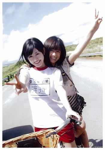 ?SUENA BIEN! BENEFICIOS SHINSEIDO DE AKB48 OFICIAL DE VERANO FOTOGRAF?A DE LA VIDA MAEDA ATSUKO  WATANABE MAYU (JAP?N IMPORTACI?N / EL PAQUETE Y EL MANUAL EST?N ESCRITOS EN JAPON?S)