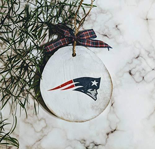 Lustiges Holzschild New England Patriots Ornament Weihnachtsdekoration Mann Höhle Sport Fan Weihnachtsbaum rustikale Holzscheibe Personalisierte Wanddekoration Home Plaque